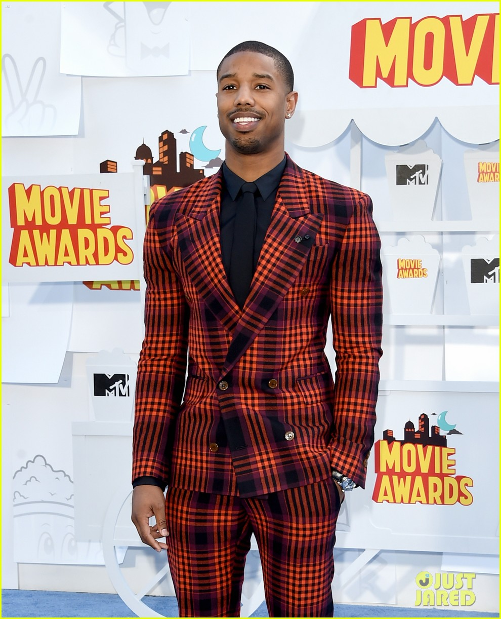 http://cdn01.cdn.justjared.com/wp-content/uploads/2015/04/fantastic-mtv/fantastic-four-mtv-movie-awards-2015-06.jpg