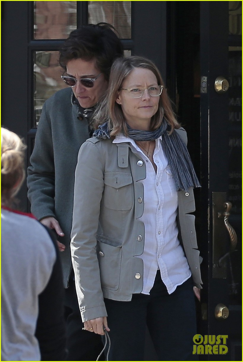 jodie foster grabs food with wife cafe cluny 023355210
