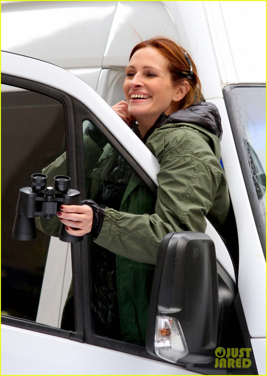 jodie foster grabs food with wife cafe cluny 053355213