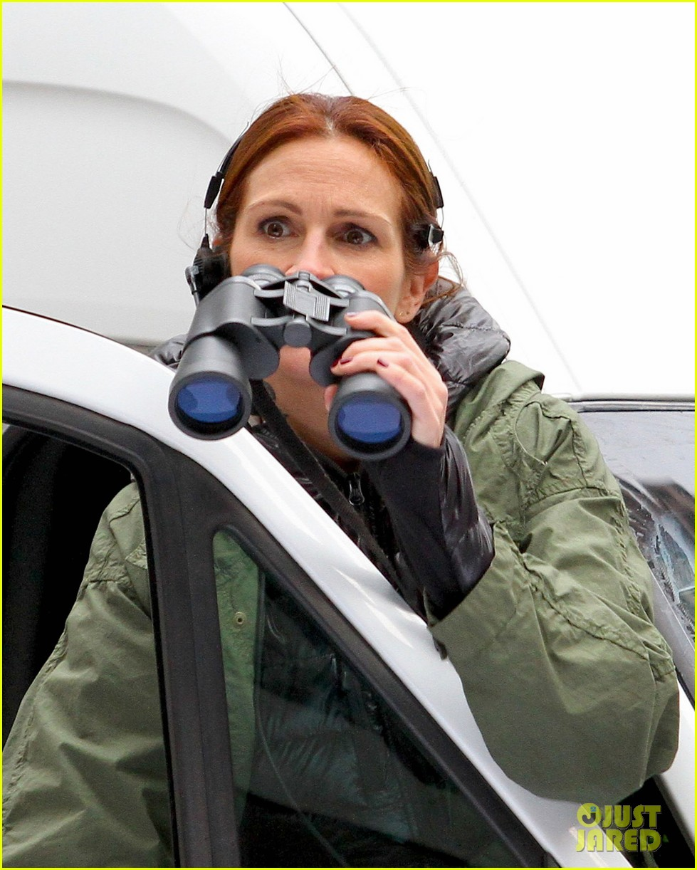 jodie foster grabs food with wife cafe cluny 073355215