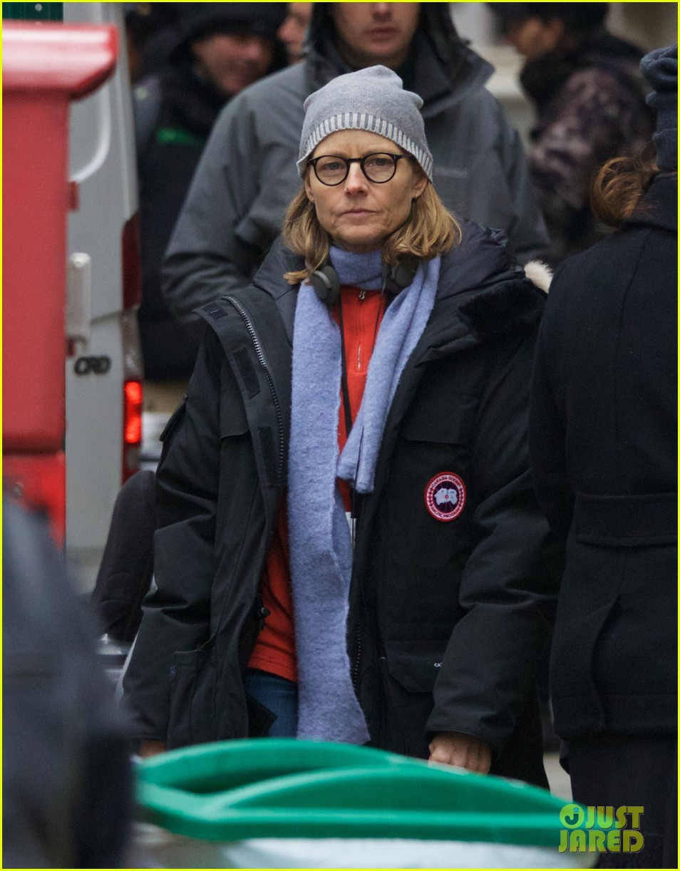 jodie foster grabs food with wife cafe cluny 103355218