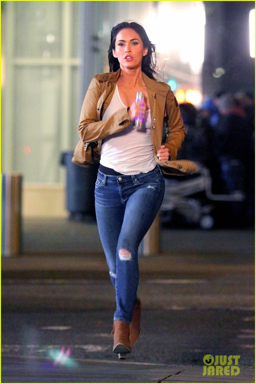 Megan Fox Stephen Amell Shoot Night Scenes For Teenage Mutant