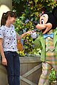jennifer garner meets mickey mouse at disneyland 02