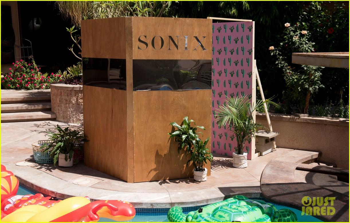 huge discount ee55d 9e6fd Gigi Hadid & Alli Simpson Get Their Sonix Fix at Just Jared's ...