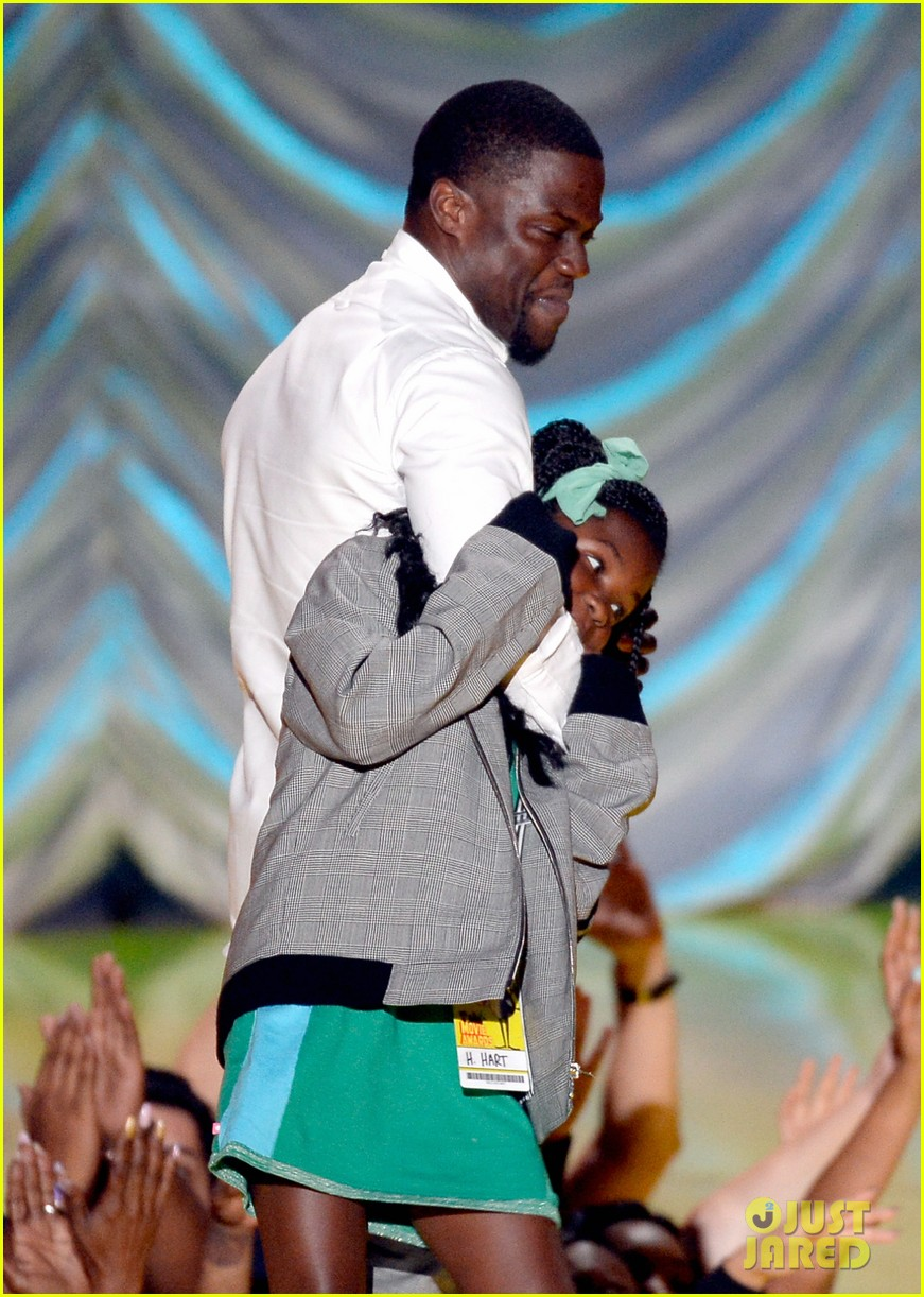 kevin hart brought kids to mtv movie awards 2015 013345661