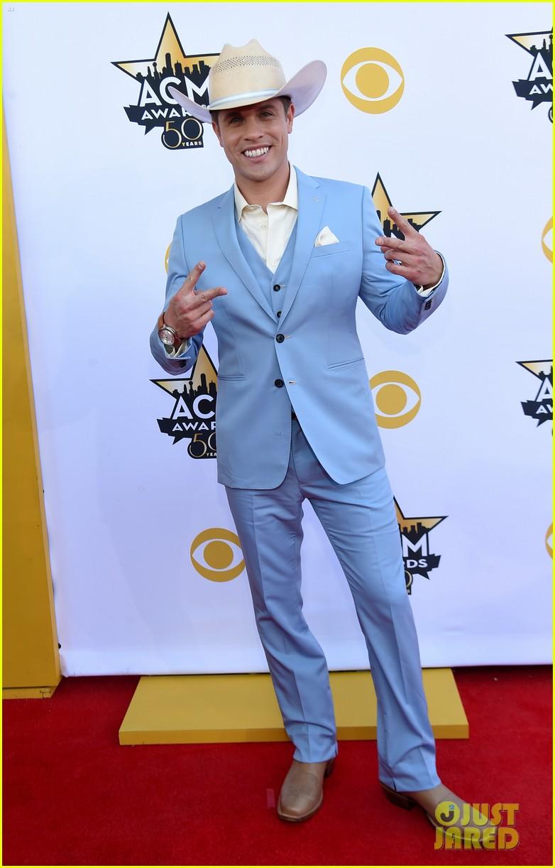 Sam Hunt Thomas Rhett & More Suit Up at ACM Awards 2015