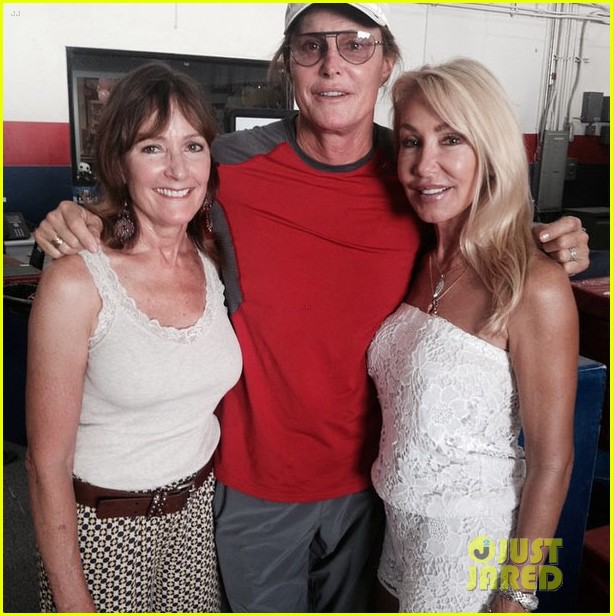 bruce jenner poses with ex wives new photo 033358646