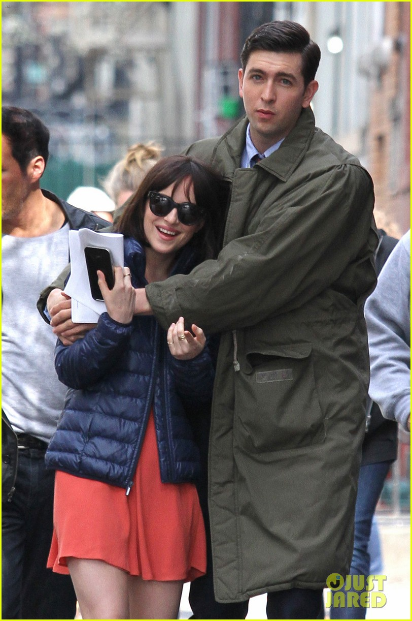 Dakota johnson cuddles up to nicholas braun in how to be single dakota johnson cuddles up to nicholas braun in how to be single scene ccuart