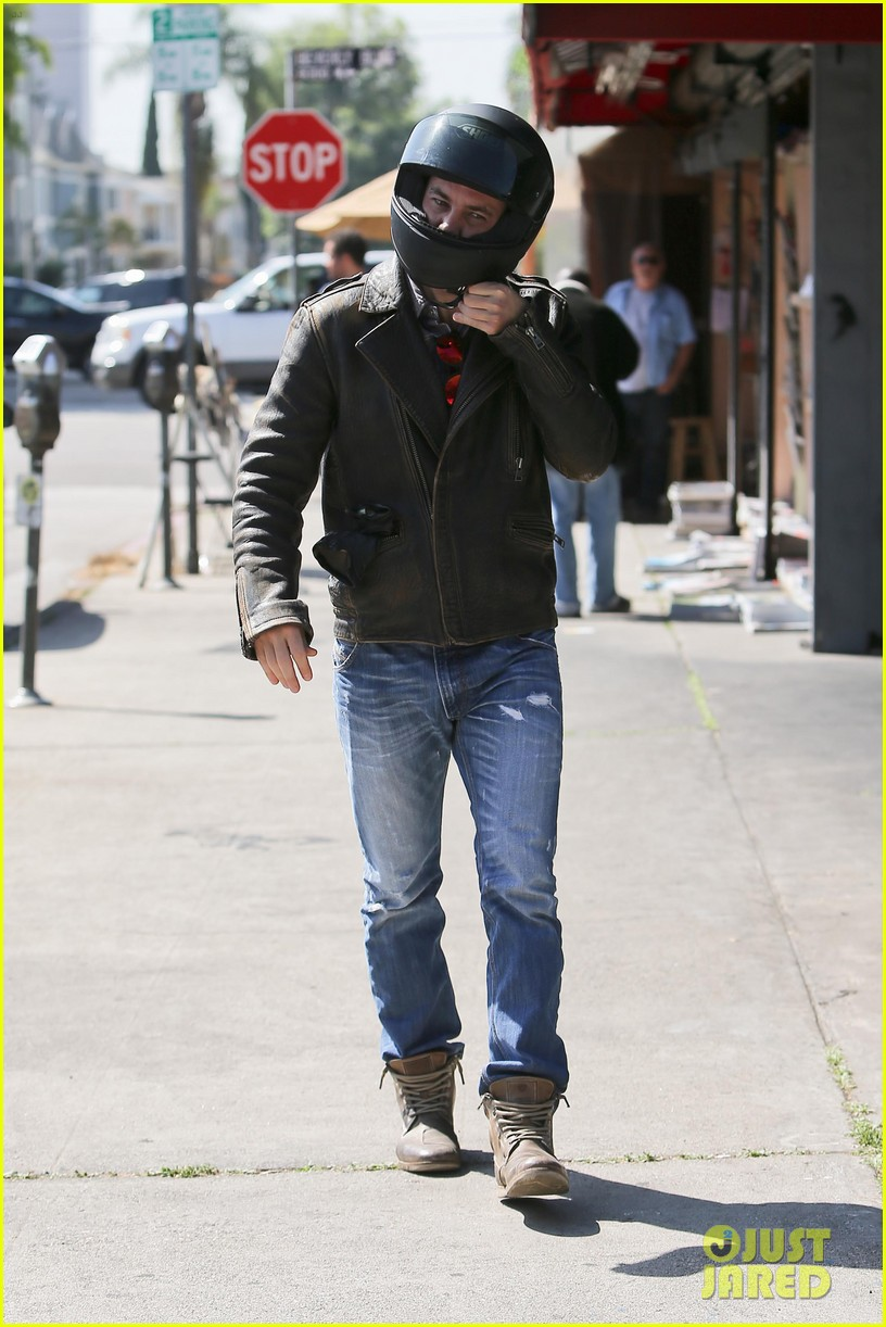 taylor kitsch shows off his biker bad boy side 093338787