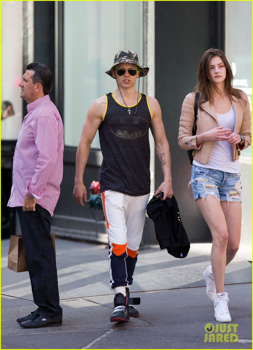 jared leto shows off his muscles again in a batman tank top 043358450