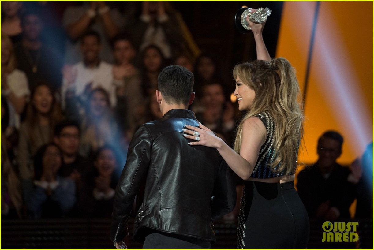 jennifer lopez gets honored with hero award at rdma 103355722
