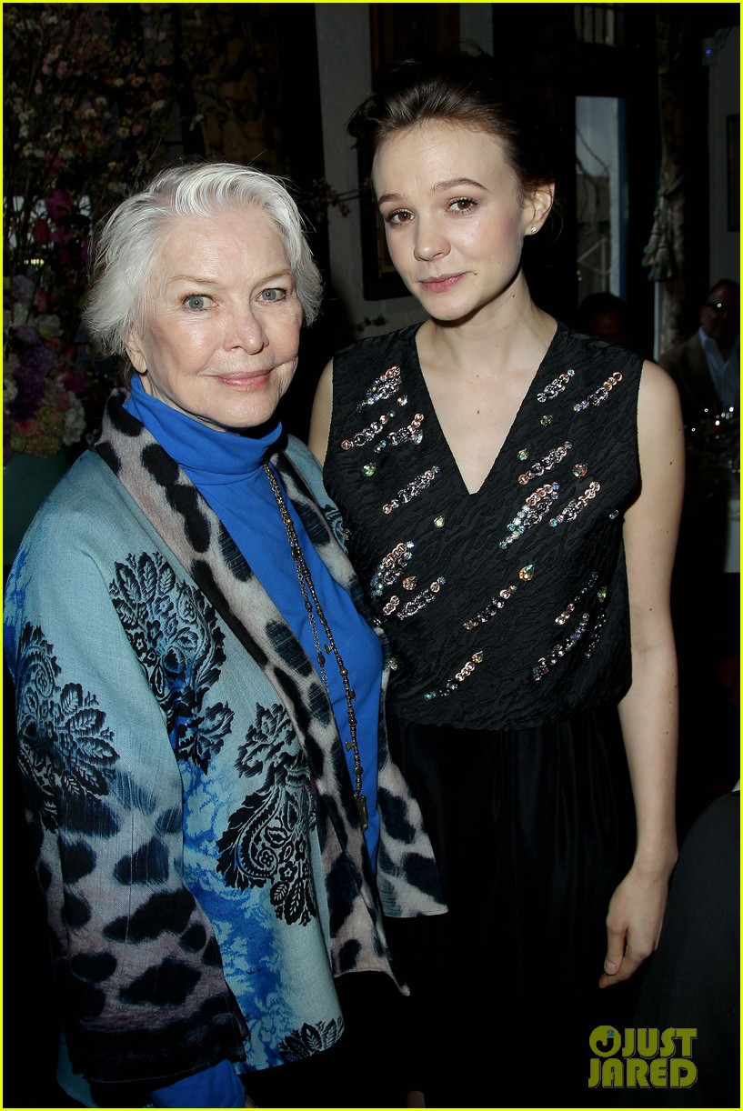 carey mulligan shows off her nyc secrets in vogue video 023352977