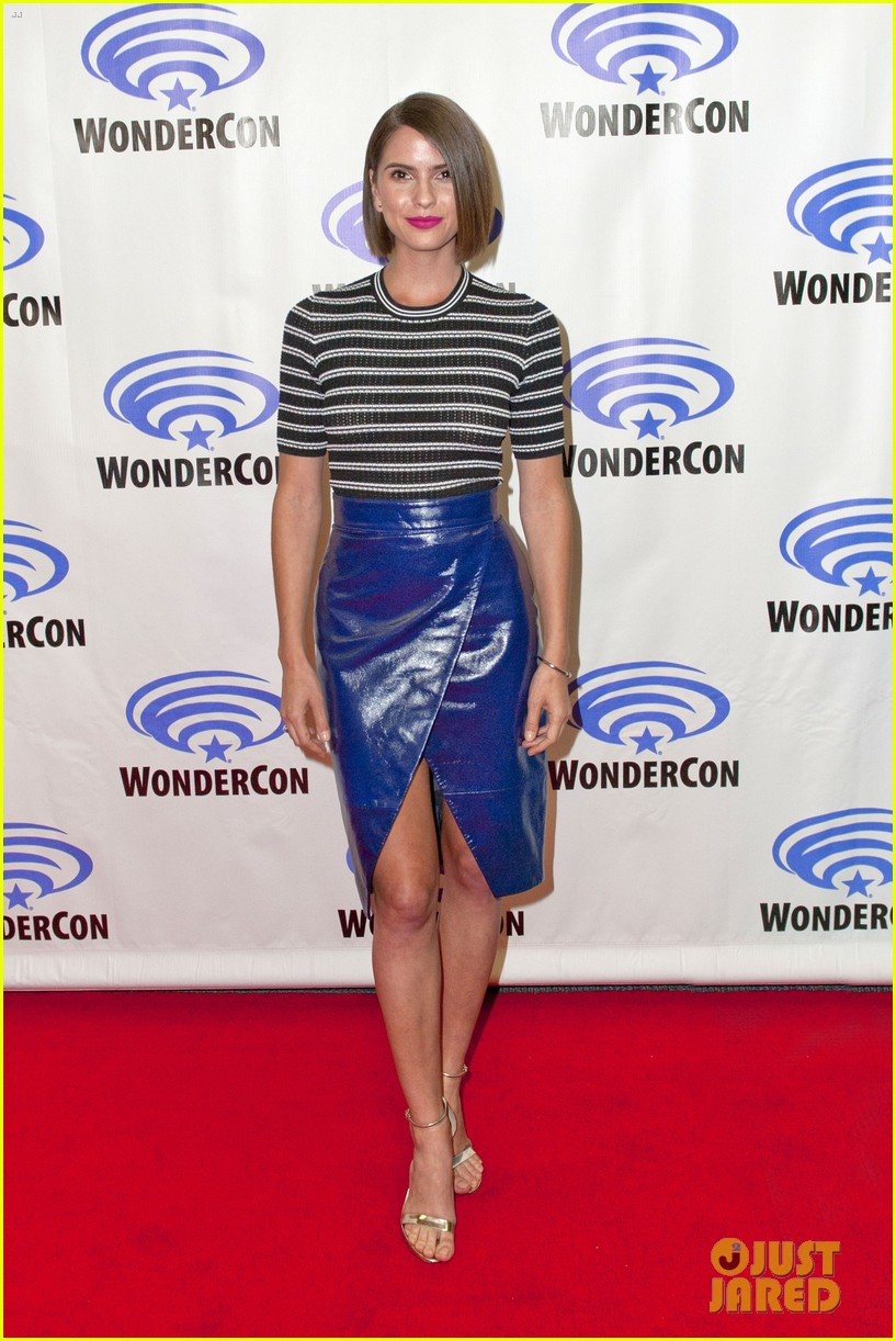 will peltz shelley hennig join co stars at unfriended wondercon 133340937