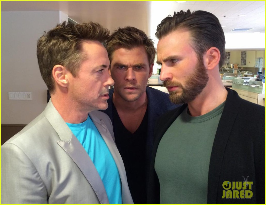 rdj chris evans chris hemsworth avengers la press junket 01