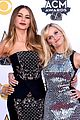 reese witherspoon sofia vergara have fun acm awards 2015 02