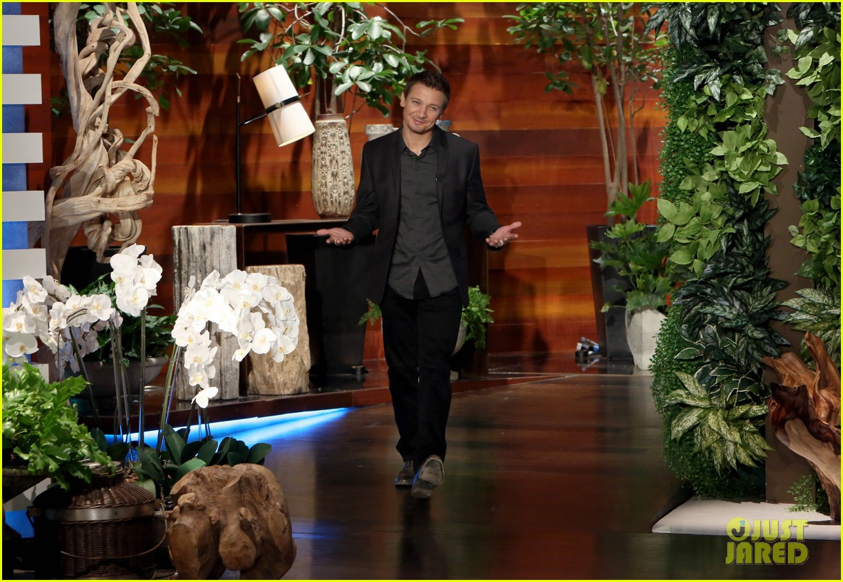 http://cdn01.cdn.justjared.com/wp-content/uploads/2015/04/renner-ellen/jeremy-renner-shares-sweetest-new-photo-of-baby-ava-01.jpg