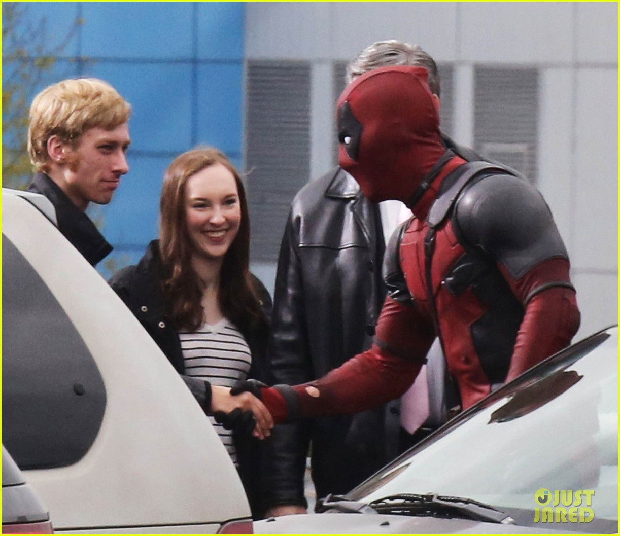 http://cdn01.cdn.justjared.com/wp-content/uploads/2015/04/reynolds-set/ryan-reynolds-films-some-deadpool-scenes-15.jpg