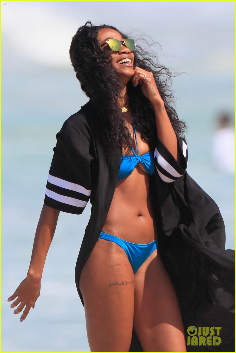 4106cc8ab68 Rihanna Models Her Sexy Beach Looks in Hawaii  Photo 3351449 ...