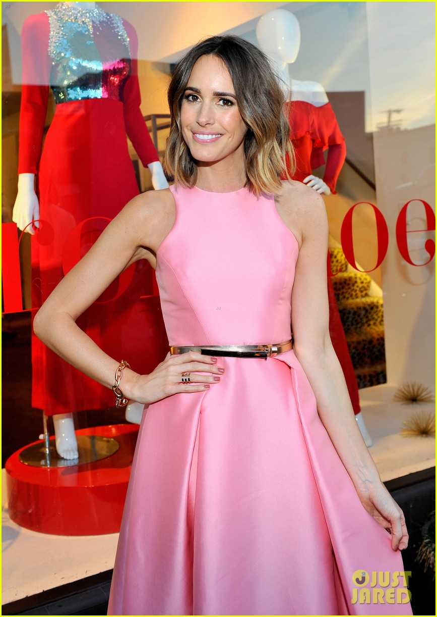 louise roe provides beauty tip for doing makeup outdoors 103357872