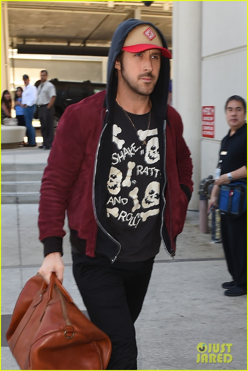 ryan gosling lax airport leaving town 013340316