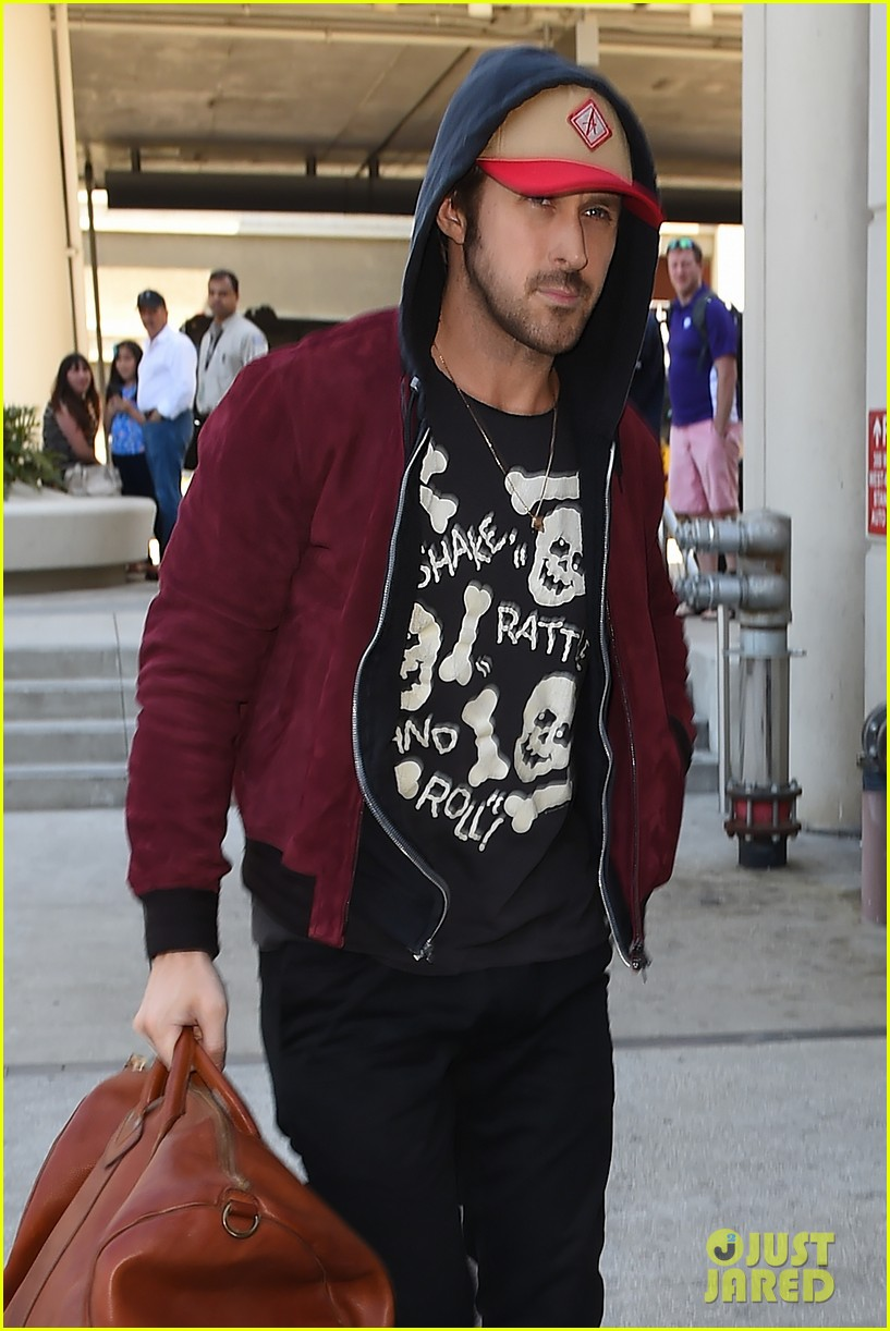 ryan gosling lax airport leaving town 053340320