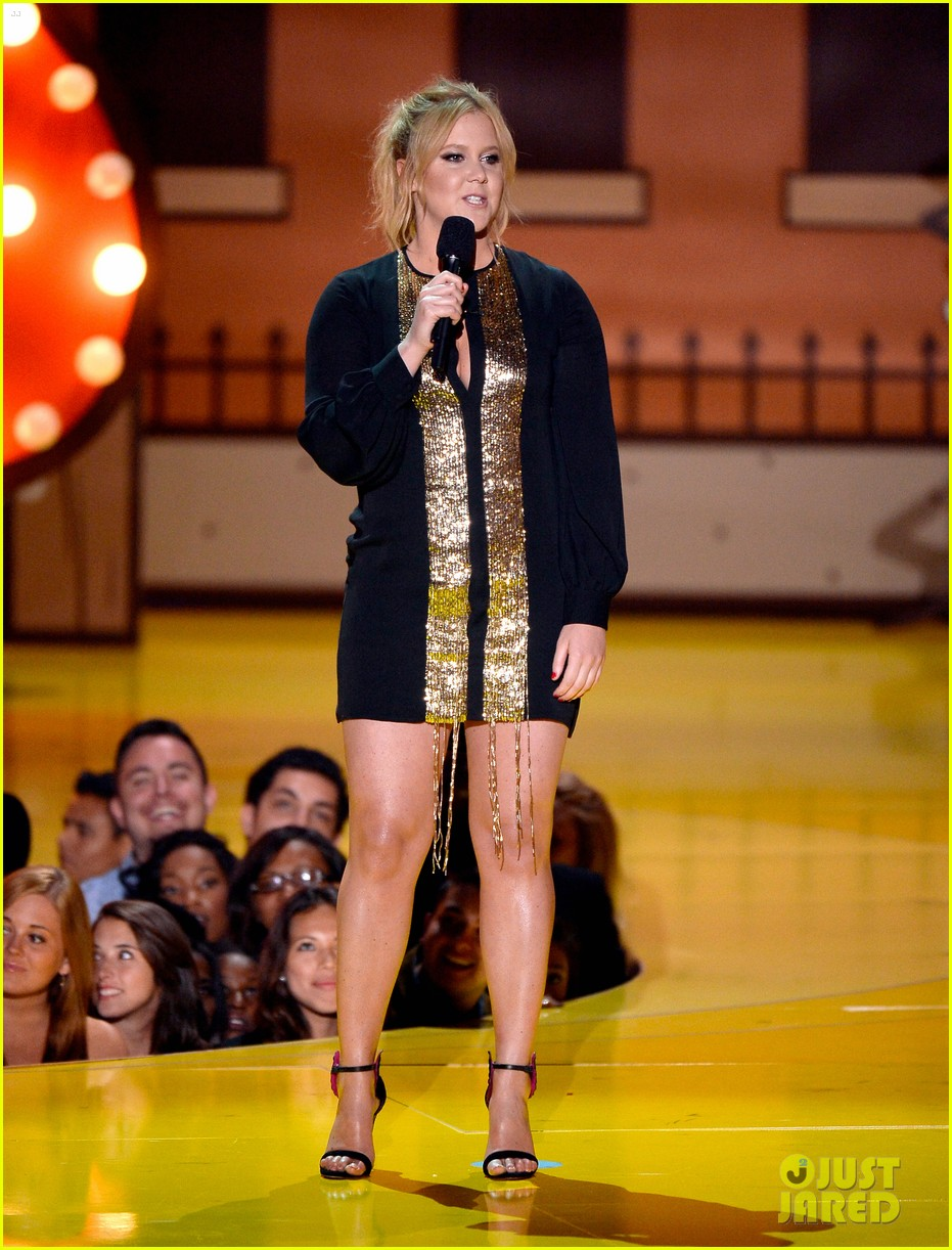 amy schumer opening mtv movie awards 2015 013345532