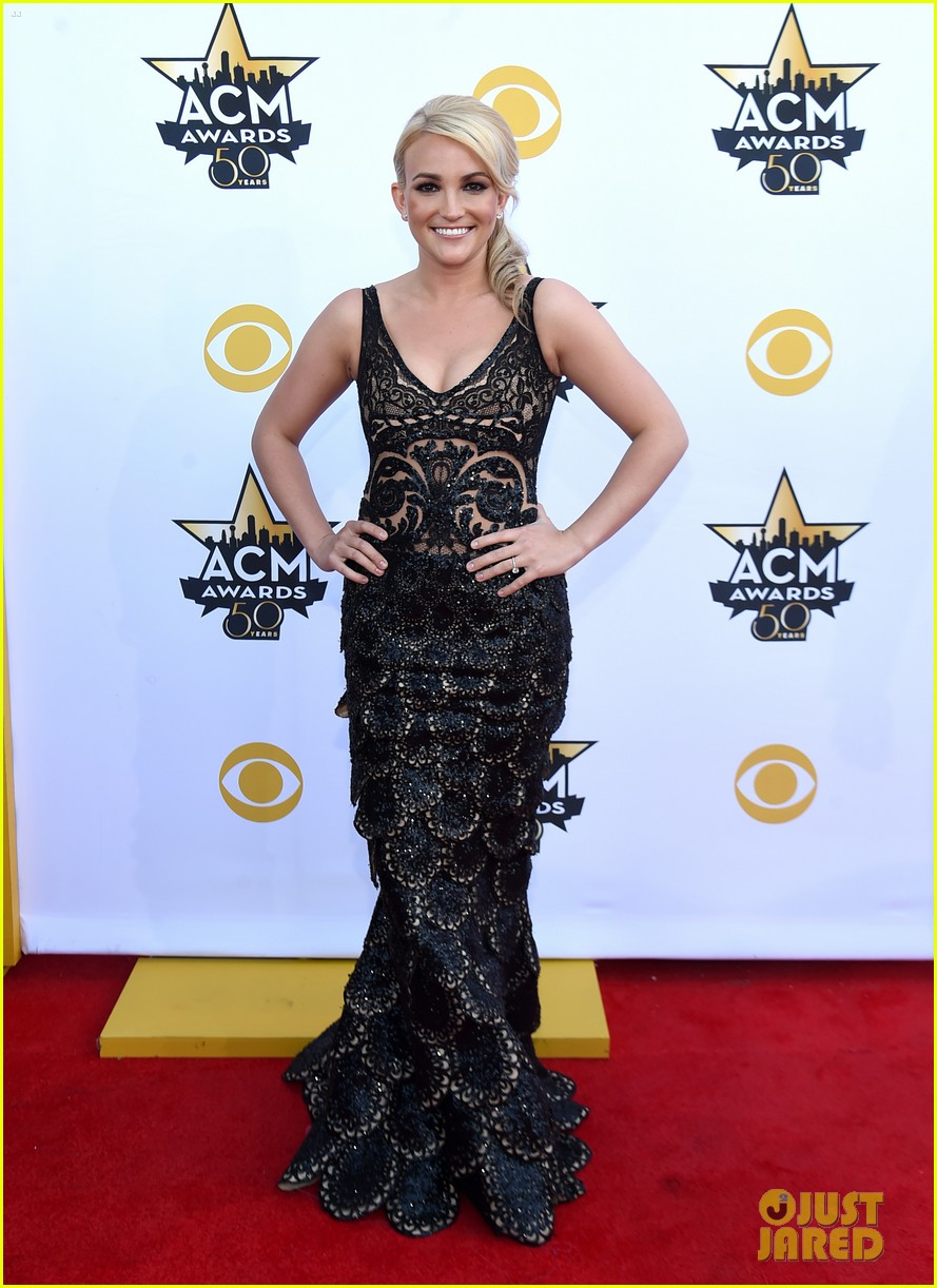 jamie lynn spears husband acm 2015 red carpet 013350864