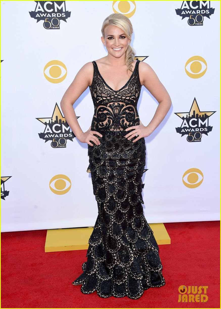 jamie lynn spears husband acm 2015 red carpet 033350866