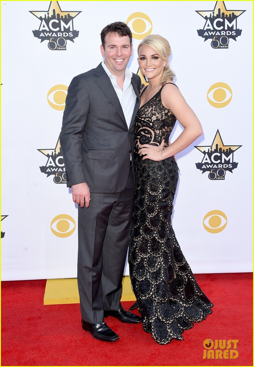 jamie lynn spears husband acm 2015 red carpet 053350868