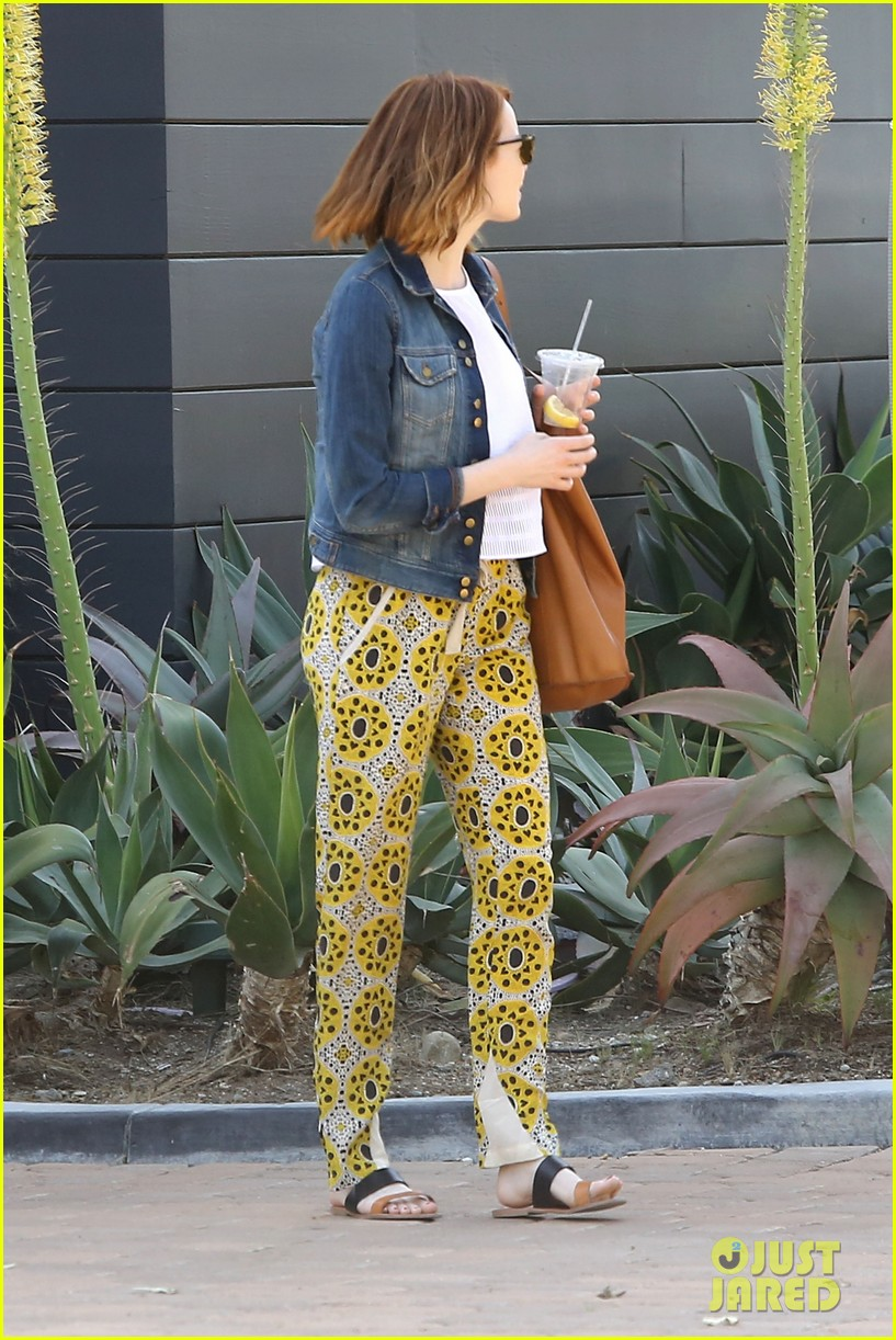 Emma Stone Looks Ready For Summer In Bright Outfit Photo 3339975 Emma Stone Pictures Just Jared