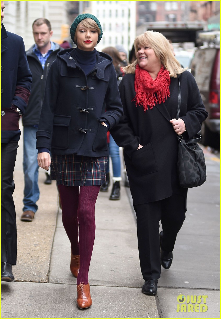 taylor swifts mother andrea diagnosed with cancer 213343167