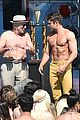 zac efron robert de niro have shirtless contest on set 39