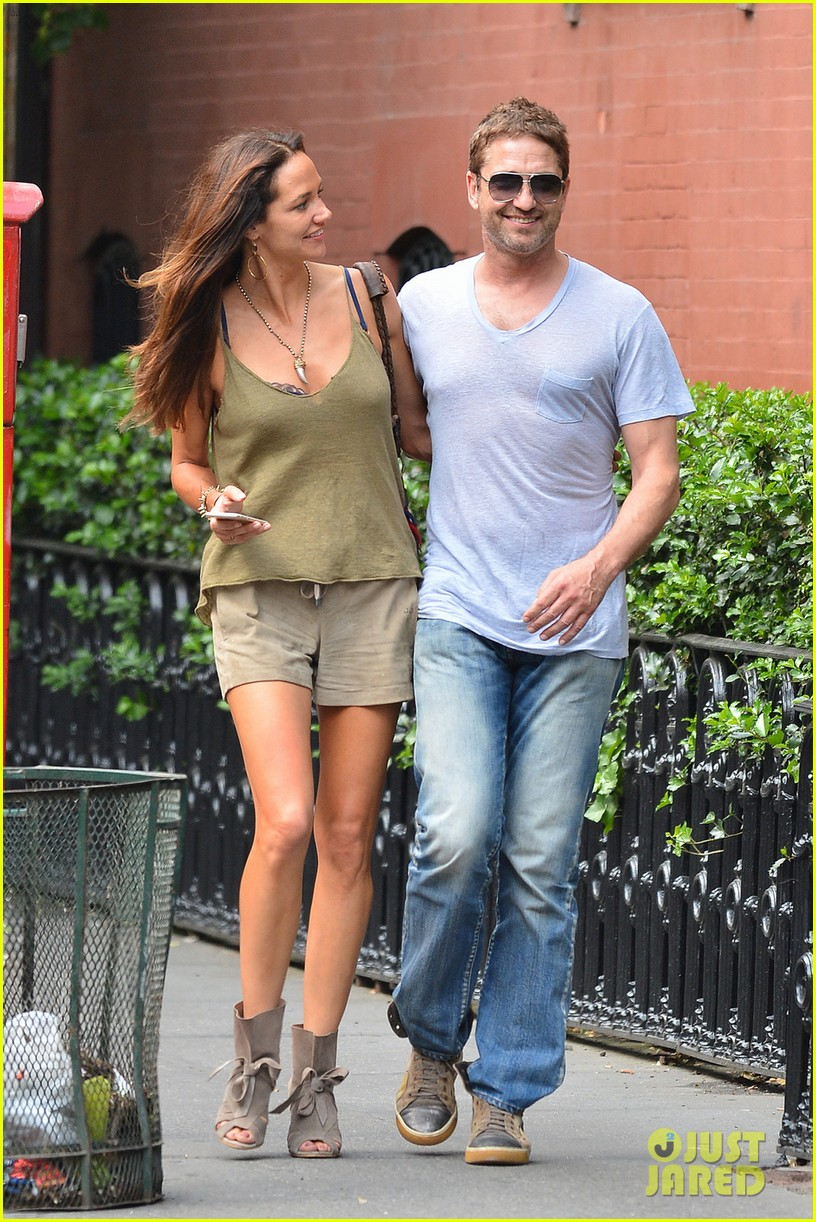Gerard Butler Girlfriend Morgan Brown Show Some Major Pda 05 Xchris Shows Rumored