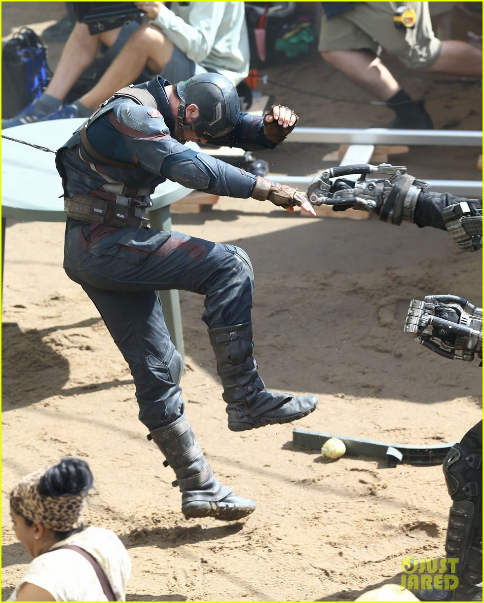 http://cdn01.cdn.justjared.com/wp-content/uploads/2015/05/cap-fight/captain-america-crossbones-fight-captain-america-civil-war-22.jpg