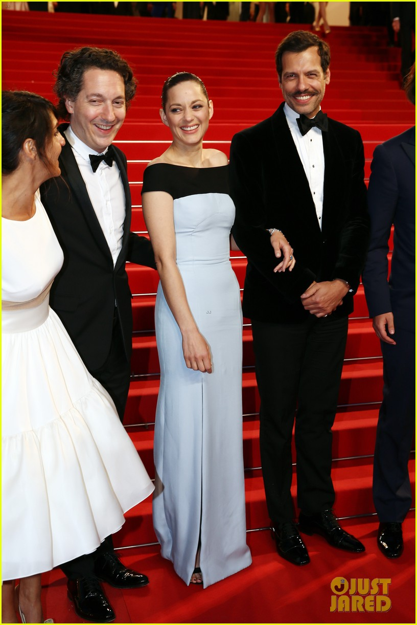 marion cotillard looks stunning at little prince cannes premiere 013376385