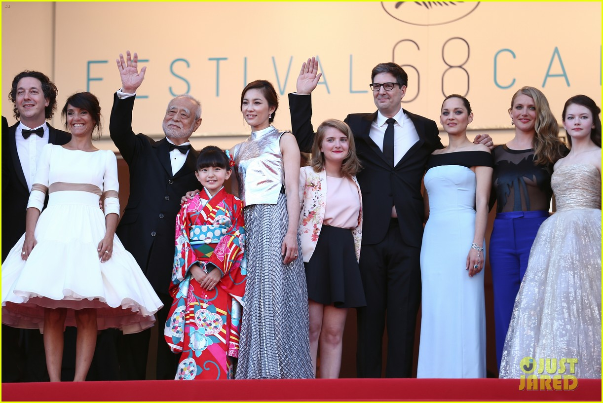 marion cotillard looks stunning at little prince cannes premiere 063376390