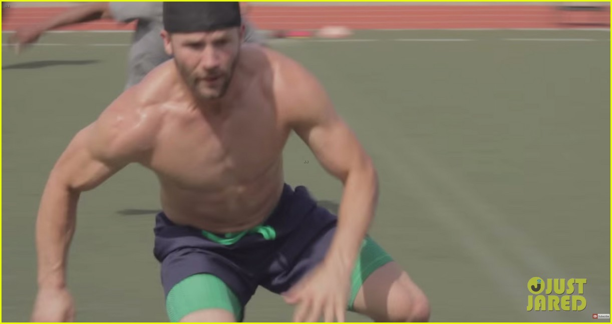 Julian Edelman Does A Shirtless Workout With Jimmy Garoppolo Photo 3381104 Jimmy Garoppolo Julian Edelman Shirtless Pictures Just Jared