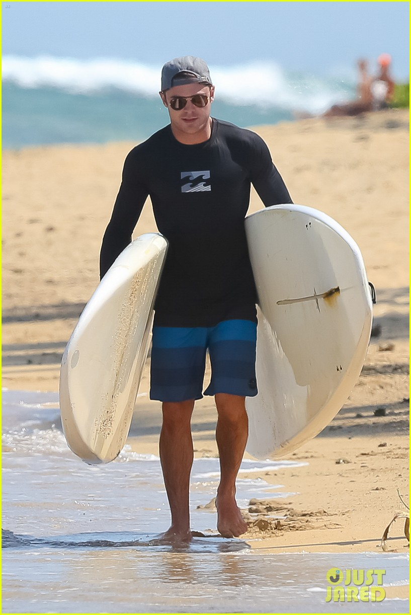 zac efron paddleboard hawaii 143377497