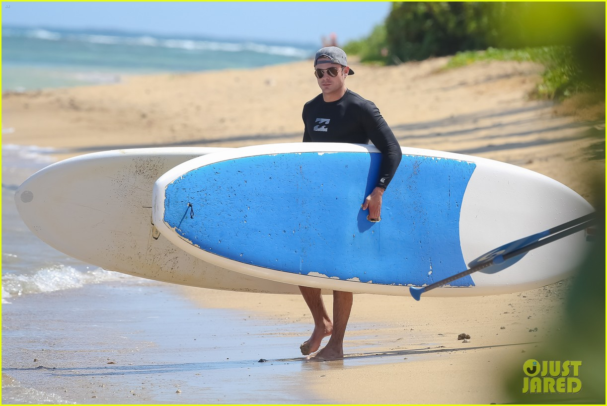 zac efron paddleboard hawaii 163377499