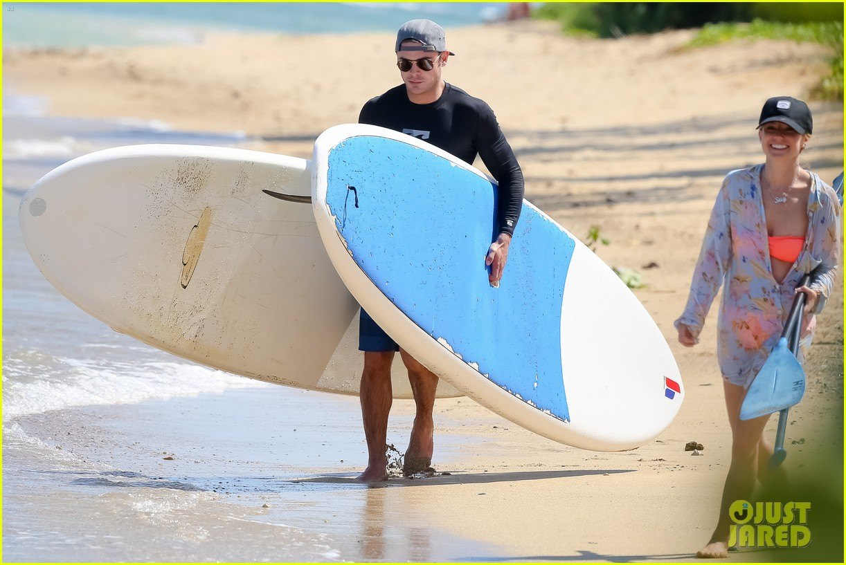 zac efron paddleboard hawaii 193377502