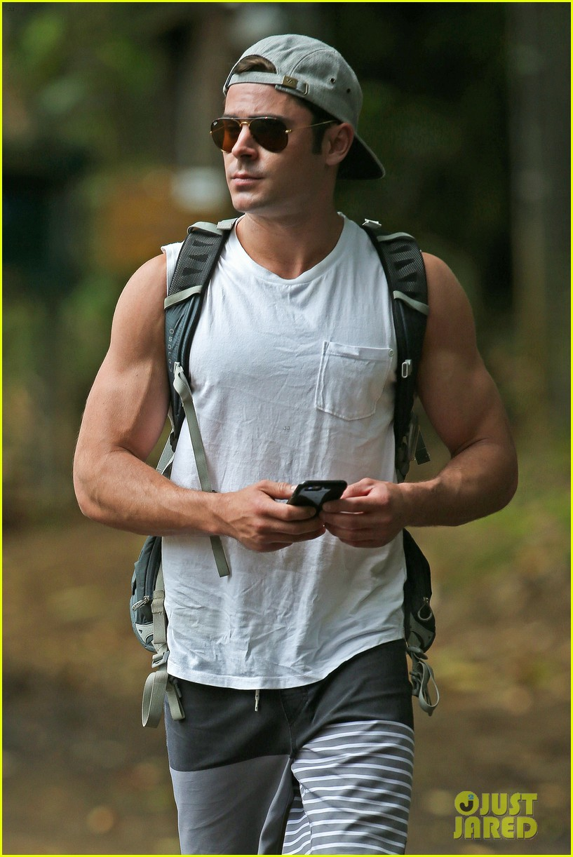 zac efron ripped muscles memorial day weekend 103378439