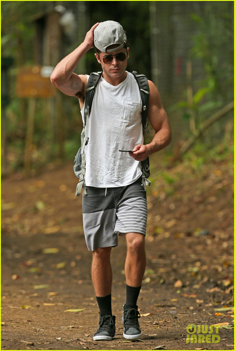 zac efron ripped muscles memorial day weekend 123378441
