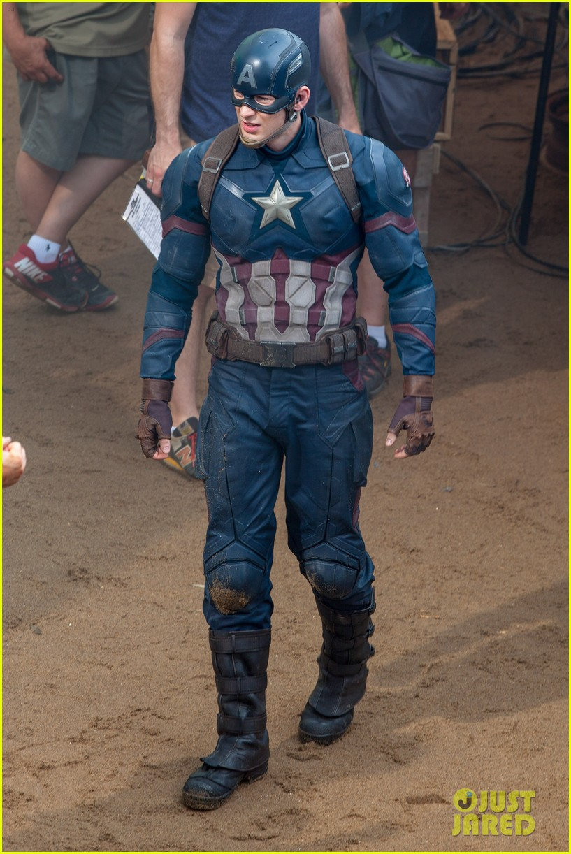 chris evans suits up for captain america 063372822