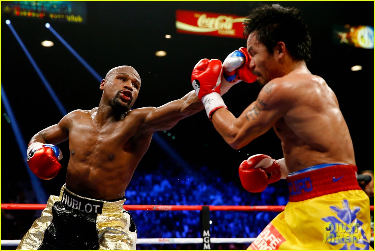 Floyd Mayweather Shows Off $100M Check From Fight Vs. Manny Pacquiao