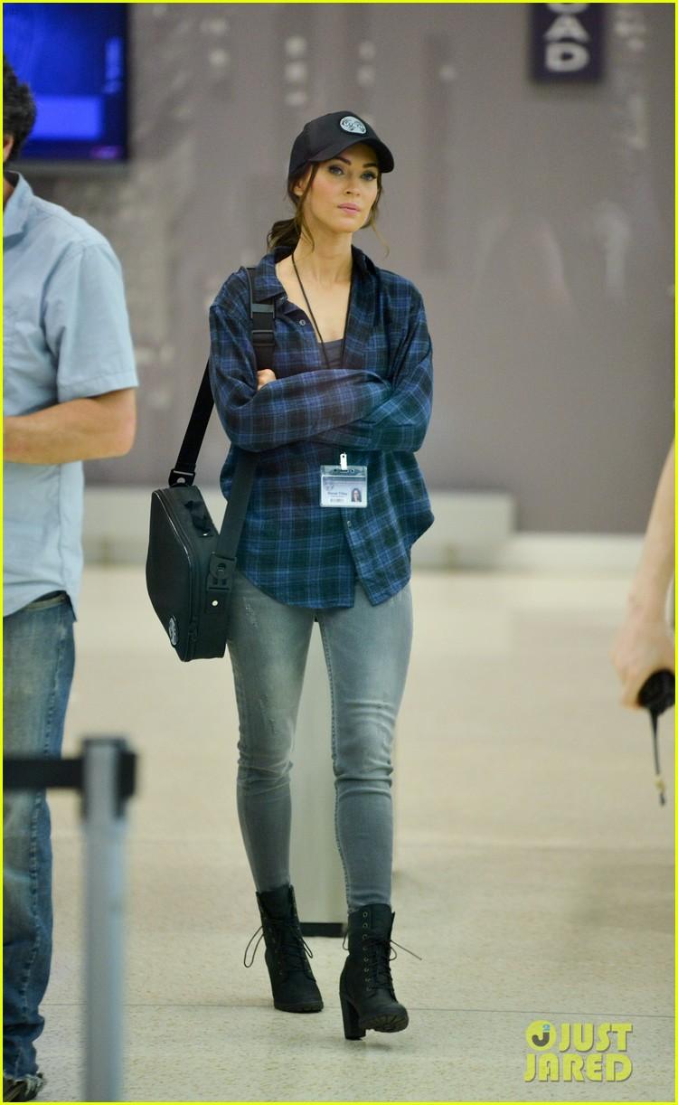 Megan Fox u0026 Stephen Amell Wear Matching Caps on u0027TMNT 2u0027 Set  sc 1 st  Just Jared & Megan Fox u0026 Stephen Amell Wear Matching Caps on u0027TMNT 2u0027 Set: Photo ...
