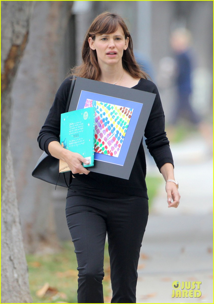 jennifer garner steps out amid ben affleck rumors 023380324