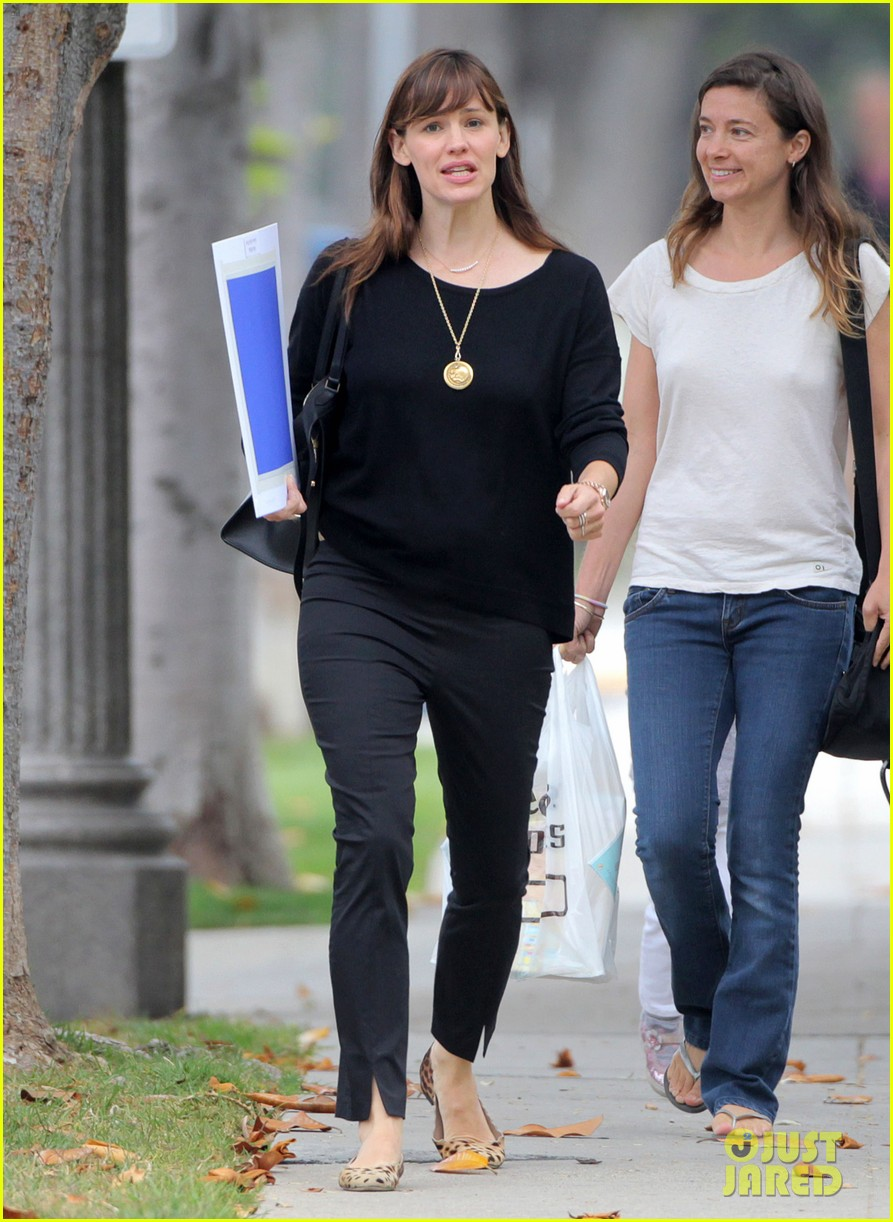 jennifer garner steps out amid ben affleck rumors 093380331