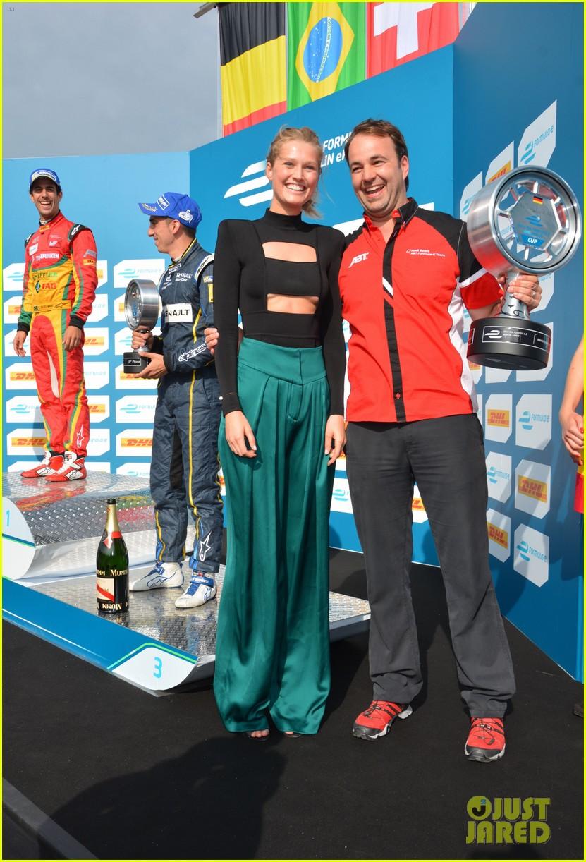 toni garrn cheers on team germany at formula e race 053378003