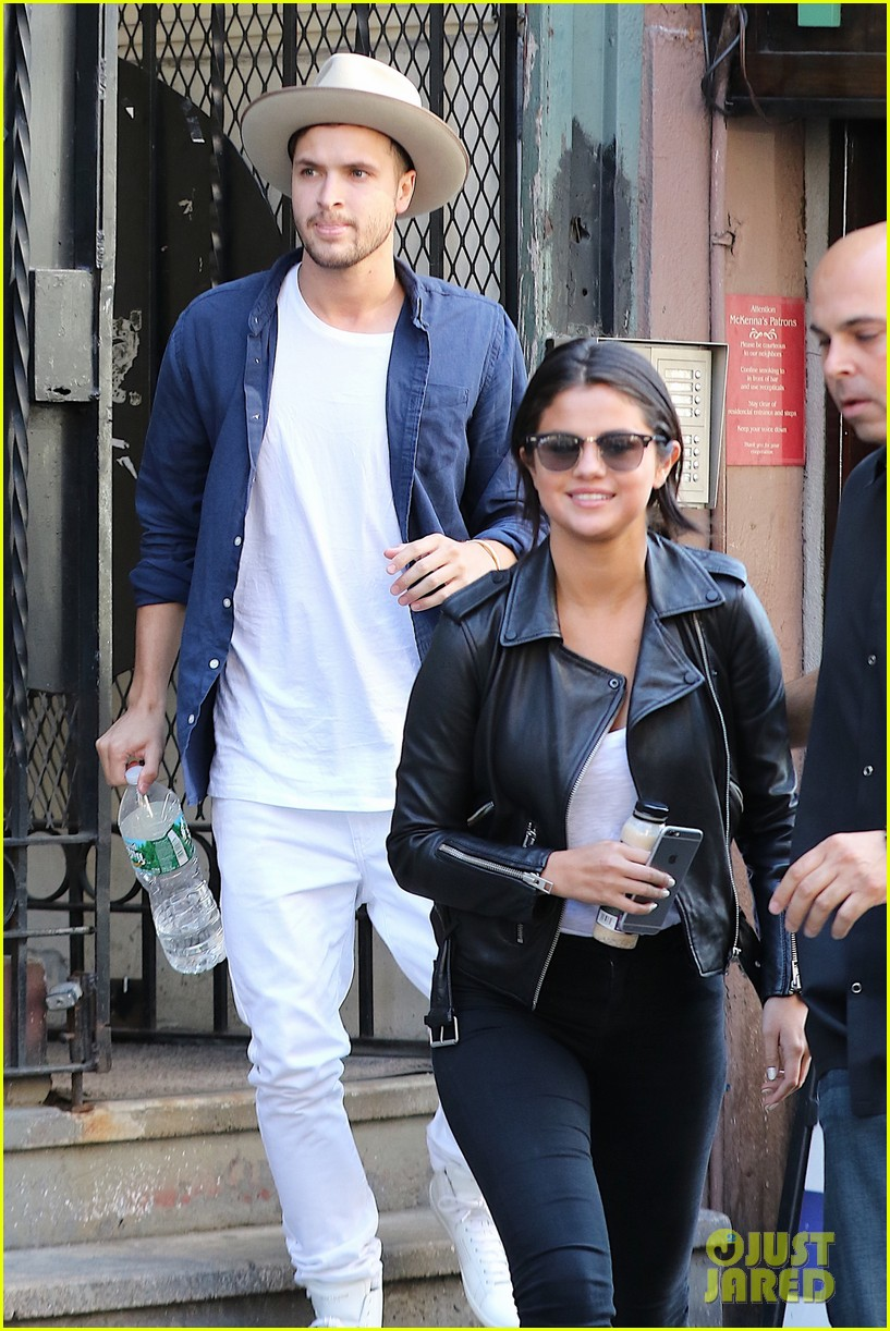 Selena Gomez Attends Sunday Church In New York City: Photo