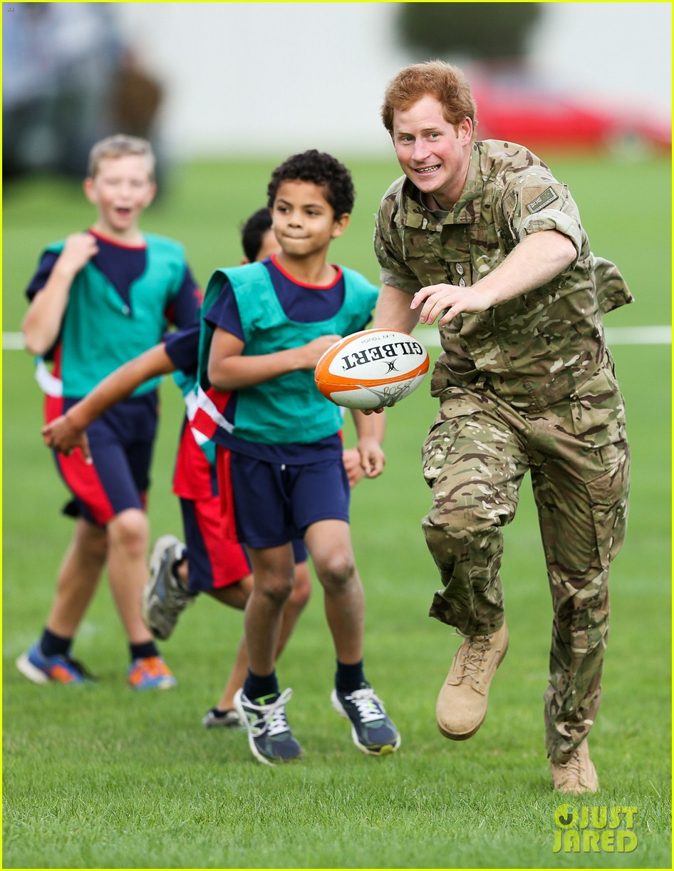 Prince Harry Rocks Uniform To Play Touch Rugby With Kids In New Zealand Photo 3368533 Prince Harry Pictures Just Jared
